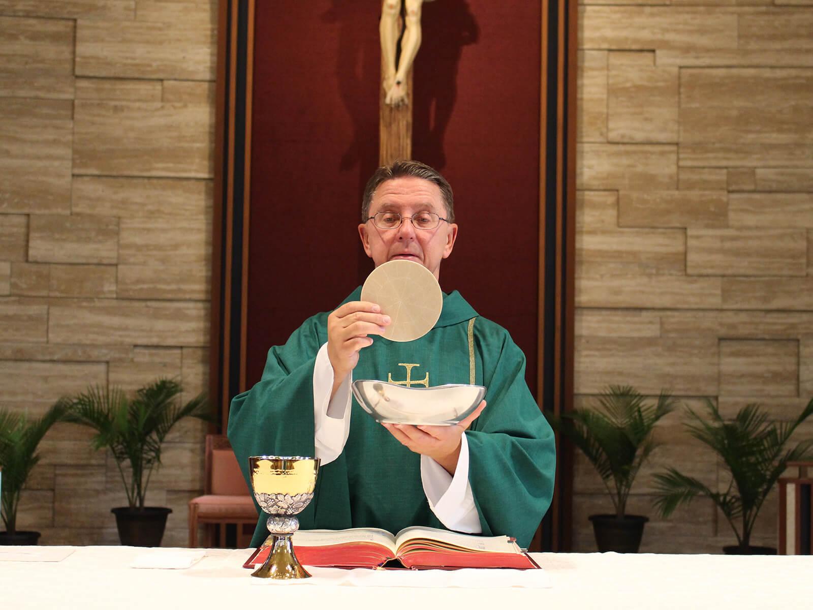 Bistum Aachen feiert Gottesdienste ab 1. Mai wieder öffentlich (c) CC0 1.0 - Public Domain (von unsplash.com)