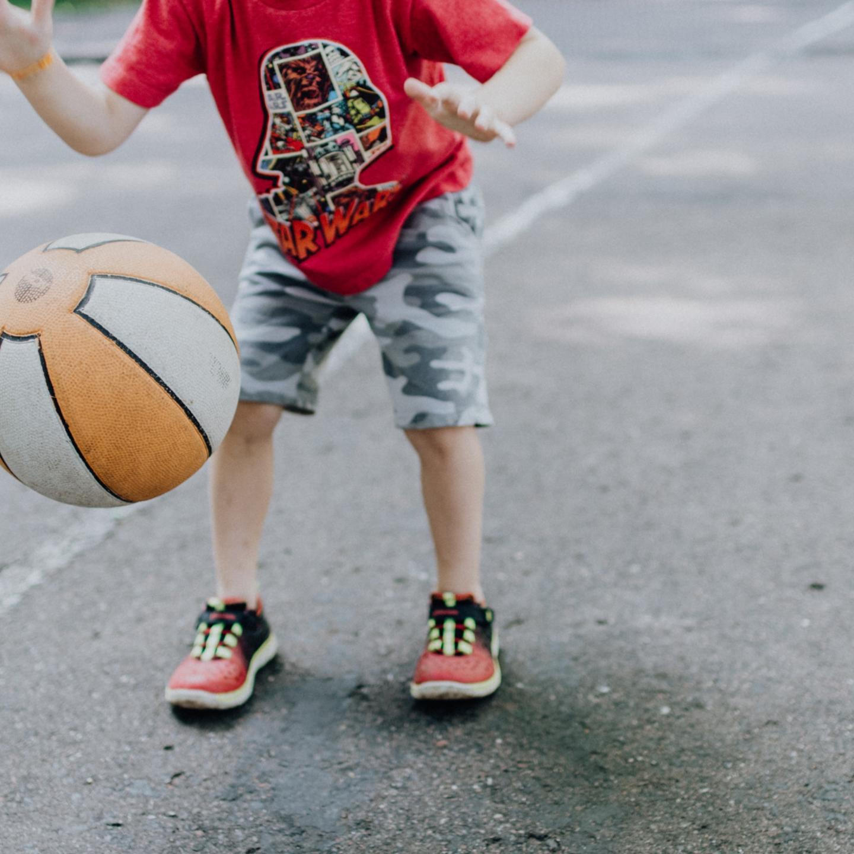 Ballspiel (c) Bild von RitaE auf Pixabay