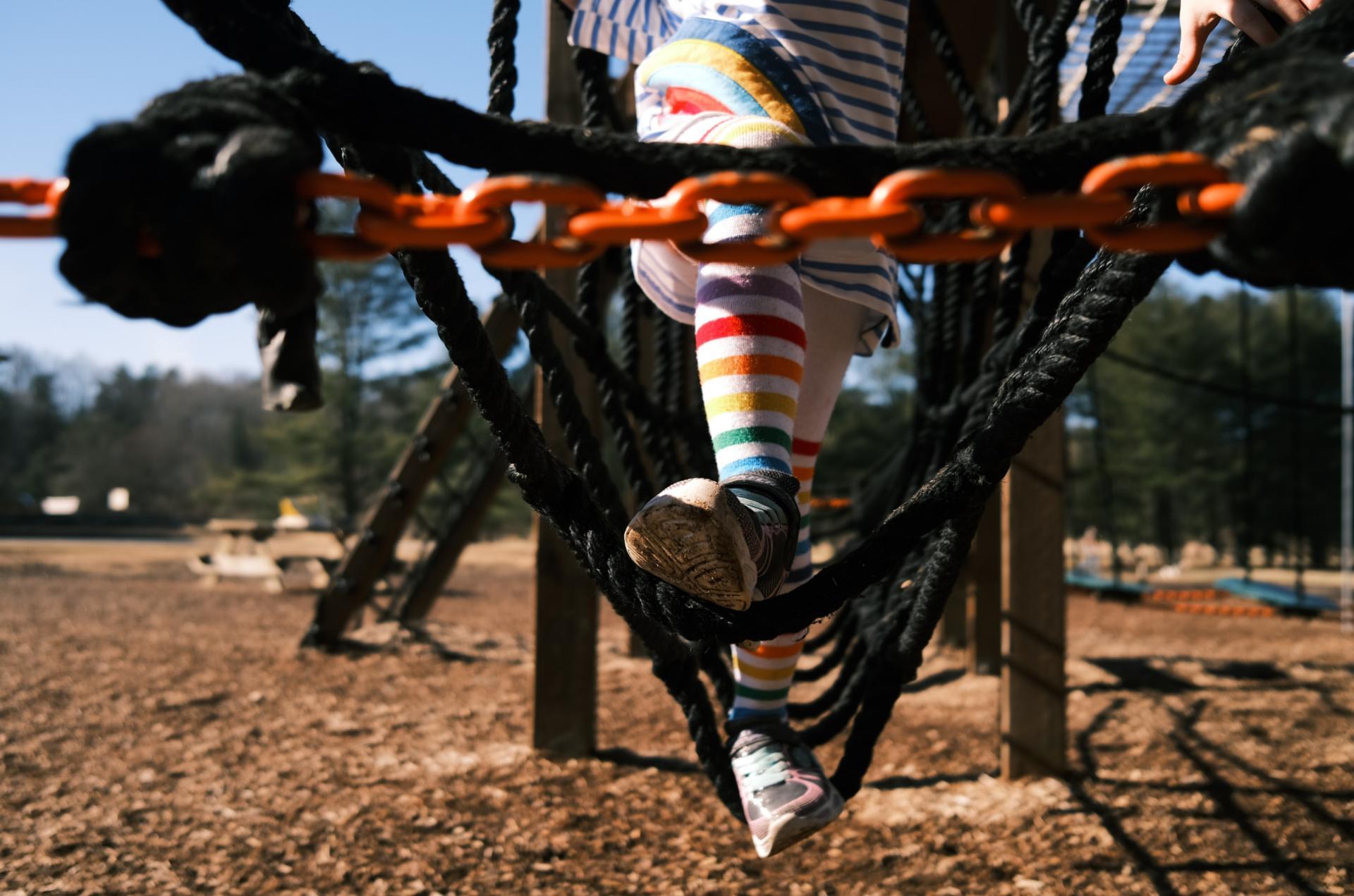 Spielplatz (c) Bild von congerdesign auf Pixabay