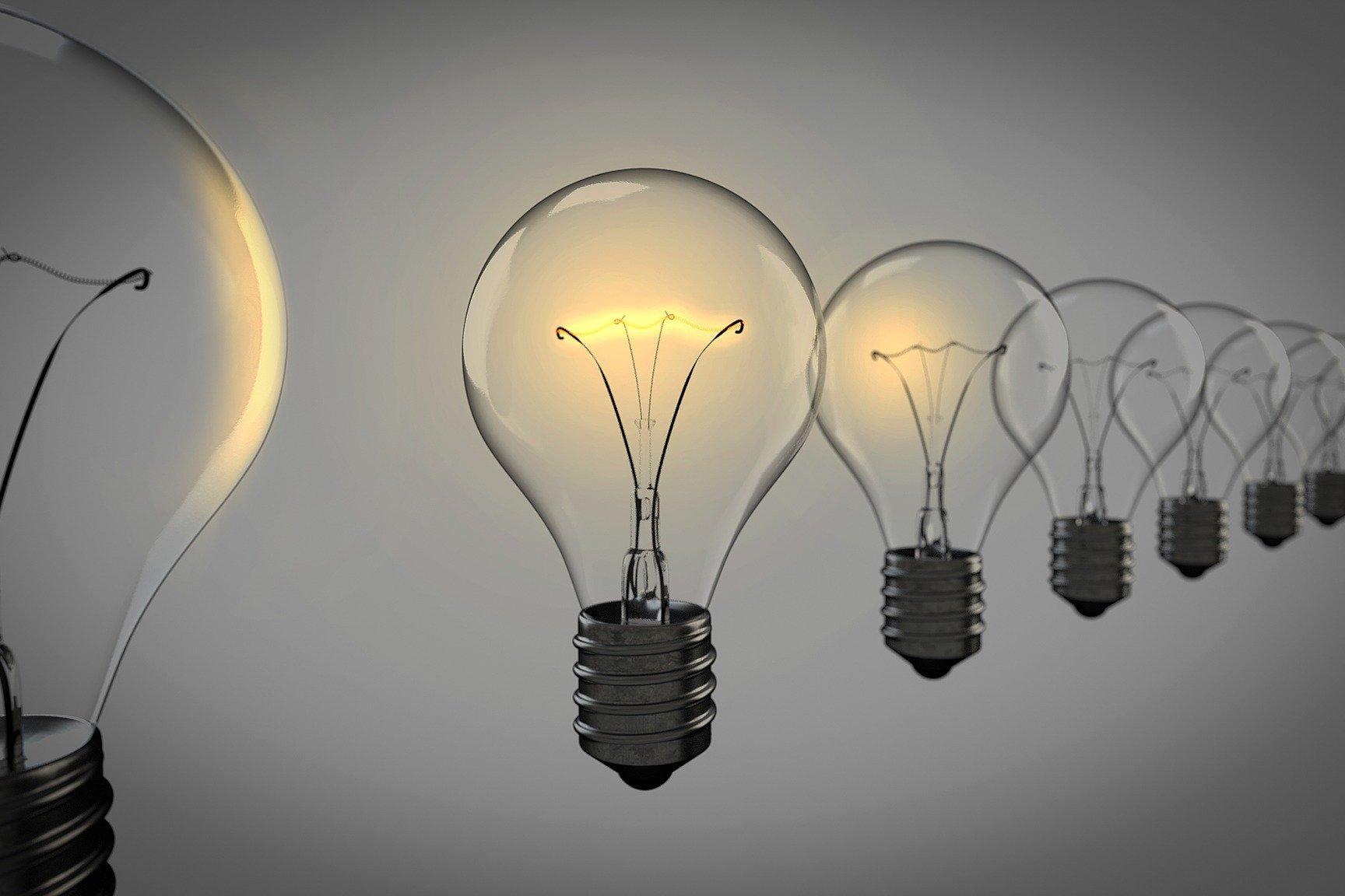 Glühlampen (c) Bild von Arek Socha auf Pixabay